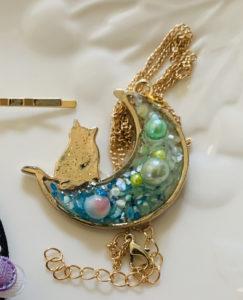 月と猫のネックレス