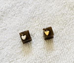 大人可愛いチョコレートピアス
